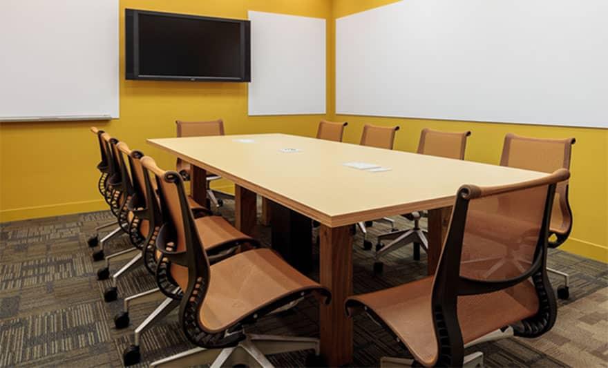 オフィスデザイン実績 ミーティングルーム(シンプル、カラフル)